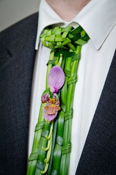 A Floral Tie - The choice of formal wear for men is pretty limited - The only way to show any personality at all is almost completely limited to neckties Flowers For Men, Wedding Show, Arte Floral, Floral Fashion, Floral Hair, Bridal Flowers, Colourful Outfits, Flower Dresses, Ikebana