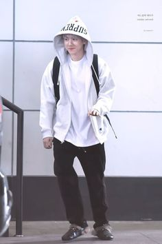 Fashion Idol, Kpop Fashion Outfits, Japan Fashion, Baekhyun, Exo Korea, Kpop Exo, Exo Members, Airport Style, Airport Fashion
