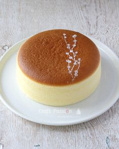 Perfect Japanese Cheesecake / cotton cheesecake recipe for a pillowy soft, light-as-air & heavenly cheesecake, no crack top & straight side. Japanese Cotton Cheesecake, Japanese Cheesecake Recipes, Baked Cheesecake Recipe, Japanese Food Recipes, Fluffy Cheesecake, Japanese Desserts, Baking Recipes, Dessert Recipes, Asian Cake