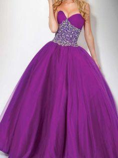 Modernos vestidos de xv años color morado  http://vestidoparafiesta.com/modernos-vestidos-de-xv-anos-color-morado/