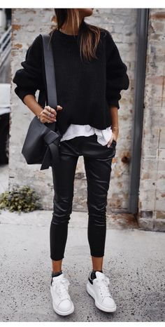 casual style fall i n s t a // @ . Visit for more fall activewear outfits, summer athleisure ideas, fitness outfit inspiration, athletic wear, casual winter leggings outf Winter Outfits For Teen Girls, Casual Winter Outfits, Fall Outfits, Casual Fall, Summer Outfits, Fall Fashion For Teen Girls, Winter Outfits 2019, Casual Dinner, Winter Fashion Casual