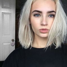 Love the look on her face - don't know why! Short Hair Blond, Blonde Hair, Bleach Blonde, 90s Hairstyles, Pretty Hairstyles, Indian Hairstyles, Bride Hairstyles, Natural Hairstyles, Dye My Hair