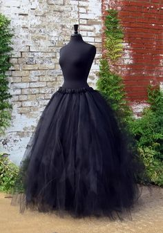 Adult Witch Costume Skirt Full length black by SweetDreamsTutus disfraces halloween ideas Costume Halloween, Diy Costumes, Halloween Diy, Diy Witch Costume, Costume Ideas, Halloween Makeup, Maleficent Halloween, Raven Costume, Voodoo Halloween