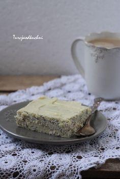 Cytrynowy sernik z białą czekoladą i makiem