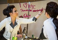 Demi Lovato lança paleta de sombras quase igual à Naked 1