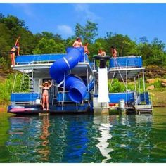 Pontoon with water slides Lake Toys, Party Barge, Cool Boats, Small Boats, Boat Dock, Pontoon Boat With Slide, Floating House, Beach Pool, Lake Life