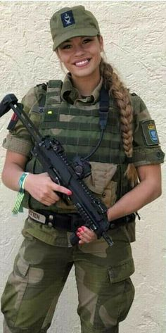 Military Women, Military Police, Hot Cops, Female Soldier, Armada, Girls Uniforms, Armed Forces, Guns, Weapons