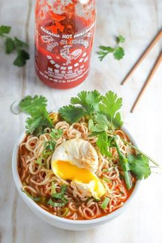 Spicy Sriracha Ramen Noodle Soup Okay, okay, we know that all ramen is fast. But, this quick, homemade broth has rich flavor like legit Japanese ramen bars. Get the recipe here. Ramen Recipes, Asian Recipes, Vegetarian Recipes, Dinner Recipes, Cooking Recipes, Healthy Recipes, Noodle Recipes, Easy Recipes, Spicy Ramen Noodles