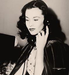 It S Olivia De Havilland During Wardrobe Test For Gwtw