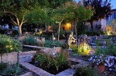 Garten In der Dämmerung