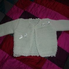 Gilet de baptême bébé blanc tricoté à la main 6 mois
