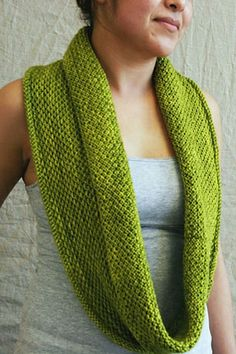 Honey Cowl - #freepattern to knit this long infinity cowl. Loving this color too.