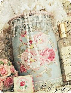 You could even decoupage an oatmeal box to make this beautiful container!