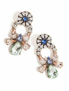 Bottom-heavy? Draw all eyes upwards (away from your tush!) w/ sparkling earrings. #bodyshape #accessories
