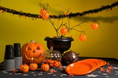 A great adult Halloween party ideas can bring a lot of fun and excitement to the guests. Various theme ideas can be employed for this kind of party and some popular ones include the haunted house, graveyard party, as well as the dead celebrity party. Halloween 2018, Casa Halloween, Halloween Office, Adult Halloween Party, Halloween Appetizers, Halloween Birthday, Birthday Parties, Halloween Ideas, Birthday Ideas
