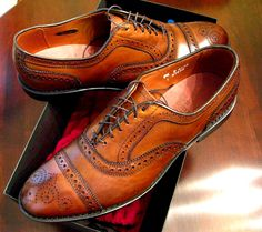 Allen Edmonds Strand in Bourbon - Allen Edmonds is an example of a designer today still making shoes that represent saddle shoes. The look of the saddle shoe has always been around and known as a classy look. Versace Men, Gucci Men, Dressy Shoes, Casual Shoes, Saddle Shoes, Shoe Boots, Sock Shoes, Men's Shoes, Shoes Men