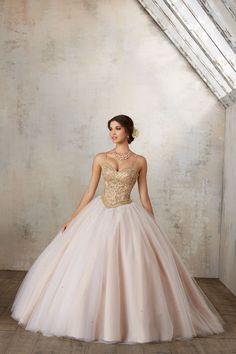 Balowa suknia VIZCAYA z falbanami, na ramiączka Zdobione koralikami ramiączka i biżuteryjny gorset. Tiulowa spódnica, z wyszytymi koralikami. Połączenie elegancji … Tulle Ball Gown, Ball Gowns, Mori Lee, Bolero Jacket, Quinceanera, Formal Dresses, Jackets, Fashion, Festivus
