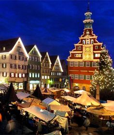 Weihnachtsmarkt in germany Esslingen, medieval christmas market - sooo beautiful! repinned by www.mybestgermanrecipes.com