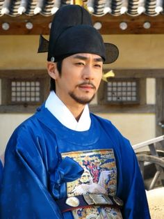 Yi San (Hangul: 이산; hanja: 李祘), also known as Lee San: The Wind of the Palace, is a 2007 South Korean historical drama, starring Lee Seo-jin and Han Ji-min] It aired onMBC from September 17, 2007 to June 16, 2008 on Mondays and Tuesdays  유득공 추헌엽