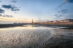 2nt Blackpool Seaside Break, Wine, 3-Course Dinner & Breakfast for 2
