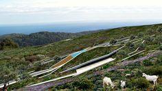 """#VILLA #CROATIA   Fra i progetti premiati durante l'ultimo World Architecture Festival 2015, la """"Issa Grotto Hill House"""" si è aggiudicata il primo premio nella categoria residenziale. Una casa vacanze praticamente invisibile per chi vuole fuggire dal mondo e rilassarsi in mezzo alla natura!"""