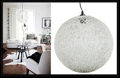 Sencilla lámpara de techo, pero ideal para crear ambientes de actualidad. Acabada en fibra natural teñida de blanco. De venta en nuestra tienda de Madrid, hasta fin de existencias. http://www.originalhouse.info/catalogo/lamparas-de-techo/page/6/