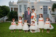 Los pajes son un must en tus sesión de fotos... definitivamente aportan alegría sin igual!   /// We love flower girls!, they bring fun and joy to any wedding photoshoot! http://www.charmingstudio.com.mx    Wedding Planning Merida, Yucatan, Mexico    #boda #mexico #yucatan #merida #bodamexico #bodayucatan #bodamerida #weddingplanning  #organizaciondebodas #coordinaciondebodas #bodadestino #bodasdestino #hacienda