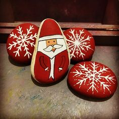 Christmas paintings - Christmas painting on stones and pebbles 125 ideas for creativity with children – Christmas paintings Blue Christmas Decor, Christmas Rock, Christmas Crafts, Christmas Decorations, Christmas Ornaments, Natural Christmas, Pebble Painting, Pebble Art, Stone Painting