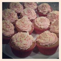 raspberry cupcakes with white chocolate