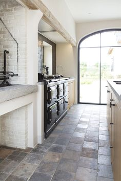 Best pictures, design and decor about kitchen flooring ideas, tile pattern. inexpensive - Kitchen floors for my modern kitchen Best Flooring For Kitchen, Wood Floor Kitchen, Nice Kitchen, Kitchen Floor Tile Patterns, Floor Design, House Design, Stone Flooring, Flooring Ideas, White Flooring