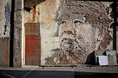 Vhils - More artists around the world in http://www.maslindo.com
