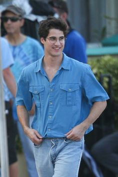 Darren Criss on the set of Versace: American Crime Story in Miami Donatella Versace, Gianni Versace, Darren Criss, Vestidos Versace, Versace Pattern, American Crime Story, Glee Cast, Chris Colfer, Celebrity Babies