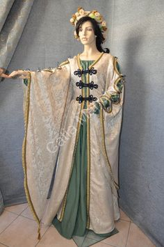 Abito Rinascimentale (6). I would wear this at the Carnevale di Venezia or during Halloween.