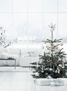 25 sapins de Noël joliment décorés pour s'inspirer ! www.decocrush.fr | @decocrush // Lovely christmas trees to get inspired for christmas ideas for a white christmas...
