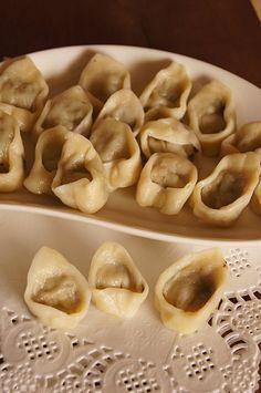 Uszka wigilijne #thermomix Polish Recipes, Polish Food, Dumplings, Food Dishes, Waffles, Stuffed Mushrooms, Food And Drink, Treats, Vegetables