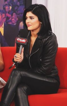 Kylie Jenner Hair: Back to Black