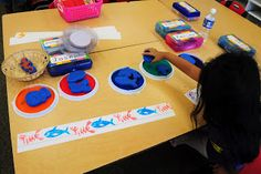 Ricca's Kindergarten: Patterns - I have these big stamps, just need to get more stamp pads! Teaching Patterns, Math Patterns, Patterning Kindergarten, Kindergarten Lesson Plans, Math Stations, Math Centers, Work Stations, Learning Centers, Math Games