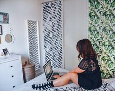 Mix and match floras with abstraction as  @lucile_in_wonderland did! Source: https://www.instagram.com/p/BZS0GGEH7cR/ #abstraction #abstract #pattern #leaves #tropical #self-adhesive #wallpaper #wall #mural #walldeco