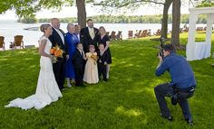 We share the best tips on how to take wedding photos to help you create a perfect wedding shoot. Read to learn more about beginner wedding photography. Photography Pricing, Wedding Photography Tips, Drone Photography, Image Photography, Photography Business, Digital Photography, Wedding Planning Tips, Budget Wedding, Wedding Day