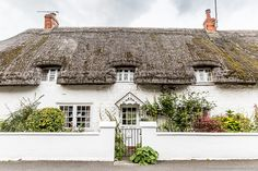 Thatched Roof Cottage in Avebury