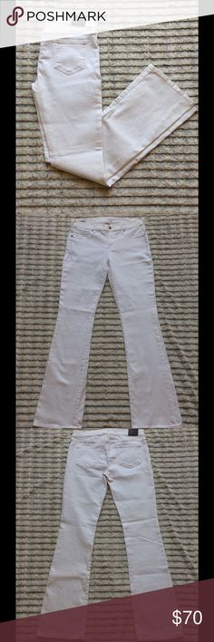 "True Religion *NEVER WORN* White Jeans Women's True Religion White Becca Mid-Rise Bootcut Jeans Women's Size 30. No Trades. Please use ""offer"" button when making offers. If you have any questions about the product or you need more info please comment below. Thank you for shopping with us! True Religion Jeans Boot Cut"