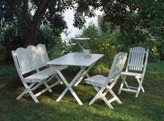 En tidlös trädgårdsmöbel med anor från 1800-talet som idag produceras med modern konstruktion. Möbelns klassiska design förtjusar många och vi leverera markadens bästa kvalitet.