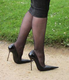 Ladies pointed shoes heels