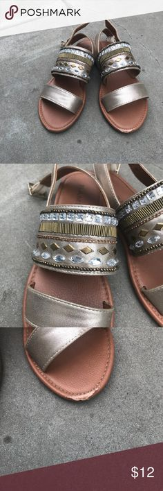 Detailed sandals Have a little damage in the front Rampage Shoes Sandals