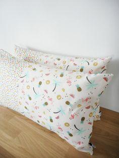 Housse de coussin - 50x30cm - tissu imprimé ananas, pastèques, kiwis, citrons verts, palmiers, flamants roses et mini triangles