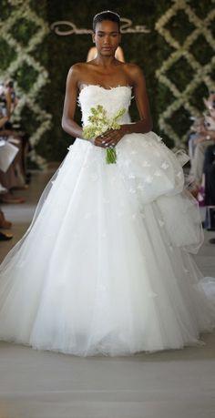 Oscar de la Renta wedding dress in Paris, wedding dresses shop | Metal Flaque English