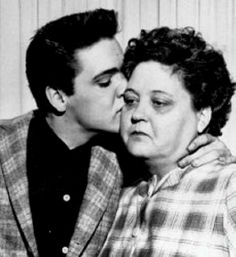 ELVIS KISSING HIS MOM GOODBYE AS HE GOES INTO THE ARMY
