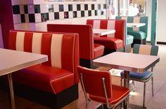#arredo annni 50 #lusima #arredamento americano anni 50 #arredo vintage #www.americanstylelusima.it #divanetto vintage #booth #tavolo anni 50 #sedia anni 50 #chair #sgabello vintage #barstools