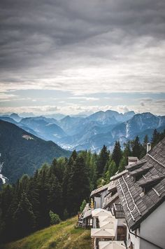 Tarvisio: mountains, mountains and more mountains.  #italy #travel // Tarvisio : montagnes, montagnes et plus de montagnes