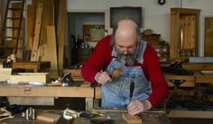 How to Cut Half-lap Dovetails with Hand Tools (WoodAndShop.com)